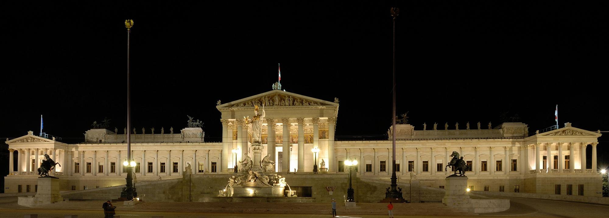 Das Parlament bei Nacht